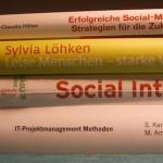 Kleiner Bücherstapel mit vier Büchern